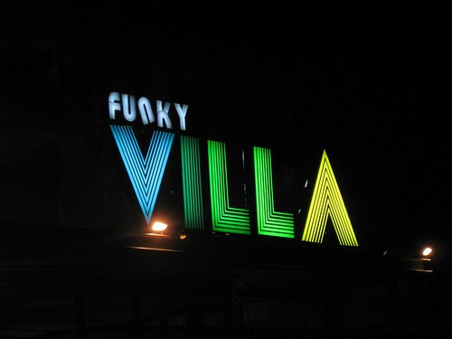 funky villa to meet sexy thai girls