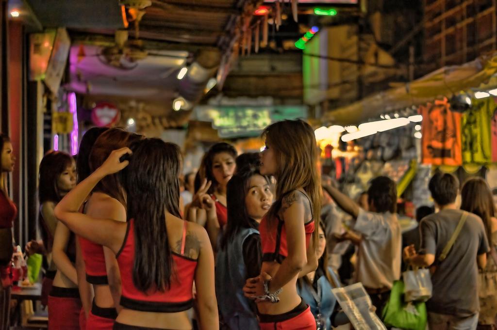 Patpong thai bar girls