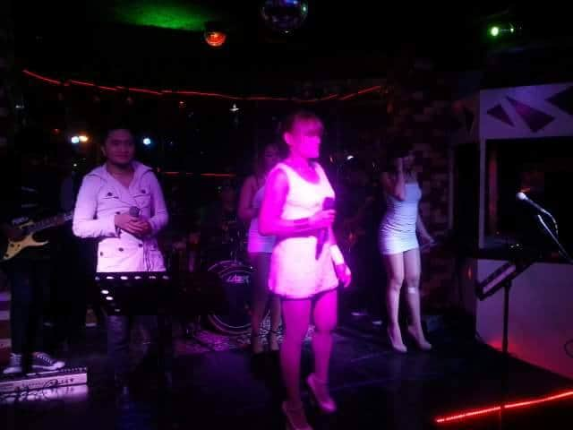 la cafe, La Cafe Manila Nightclub Review