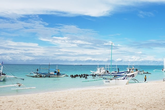 , 7 Places to Meet Sexy Girls in Boracay
